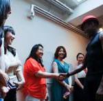 最初はStevenが参加者ひとりひとりと握手で挨拶することからスタートします。